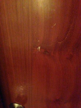 Sokha Beach Resort: scratched door