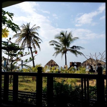 AMBO ChaungTha Resort Hotel: la vue des maisonettes