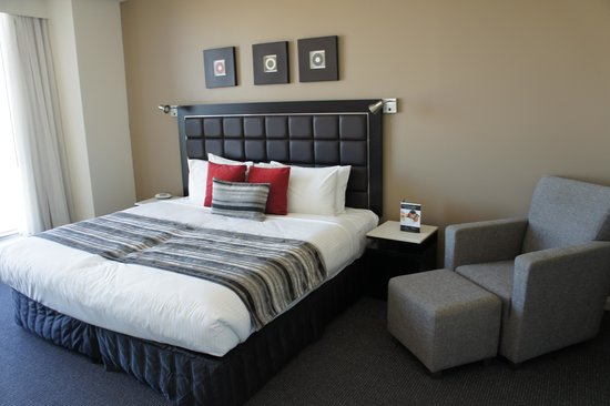Meriton Serviced Apartments World Tower: Main Bedroom