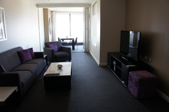 Meriton Serviced Apartments World Tower: Living Room