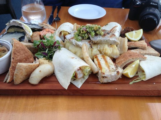 35 Degrees South Aquarium Restaurant & Bar: Seafood Platter? or Carbohydrate Platter for 2?