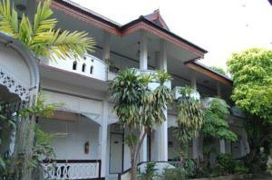 Roong Ruang Hotel: Main building