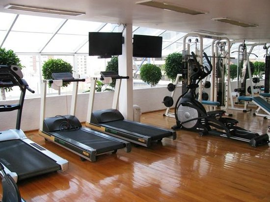 Suites Amberes: nice gym