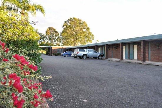 Hillcrest Motor Inn : carkpark 1