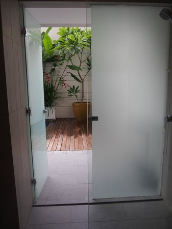 The Magani Hotel and Spa: Indoor/outdoor shower