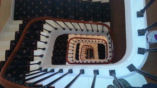 Hotel du Quai-Voltaire: Escaleras