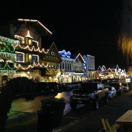 Adventure Inn: night life