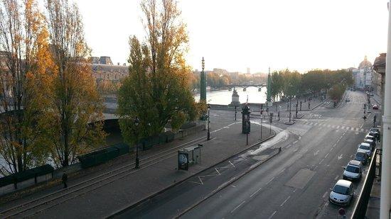 Hotel du Quai-Voltaire: Vista al Sena y Louvre