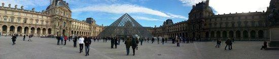 Hotel du Quai-Voltaire : Panoramica del Louvre (a solo 200 metros del hotel)