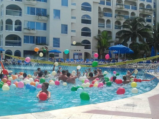 Occidental Costa Cancun: Fun activity in the pool!