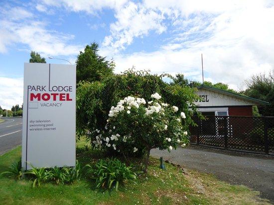 Park Lodge Motel: Sign board