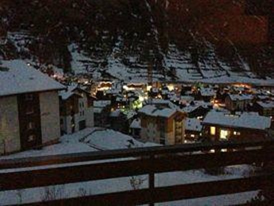 CERVO Zermatt: View of Zermatt by night