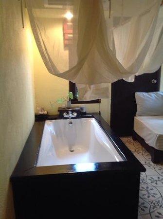 Phra Nang Inn: อ่างน้ำ