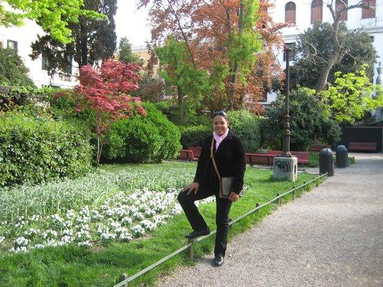 Piazza San Marco (Plaza de San Marcos): A lovely little garden