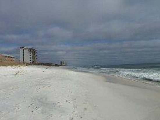 Navarre Beach : Down the beach