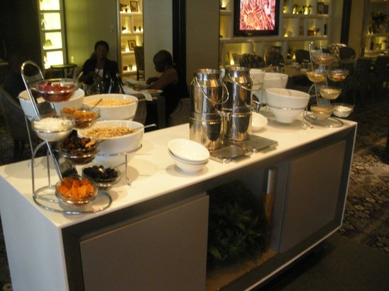 African Pride Melrose Arch Hotel: breakfast area