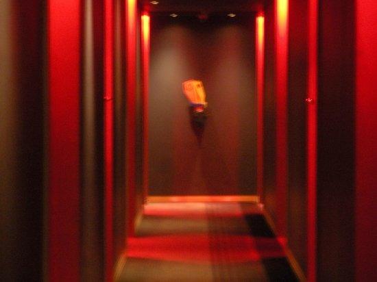 African Pride Melrose Arch Hotel: hallway