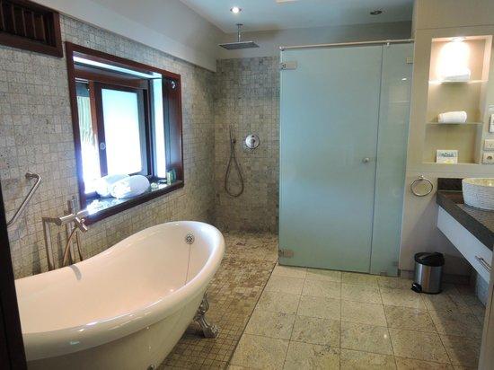 Hilton Moorea Lagoon Resort & Spa: Bathroom OWB59