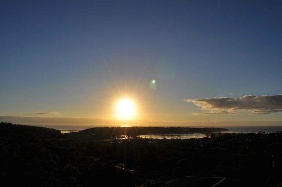 Hillcrest Motor Inn: morning view