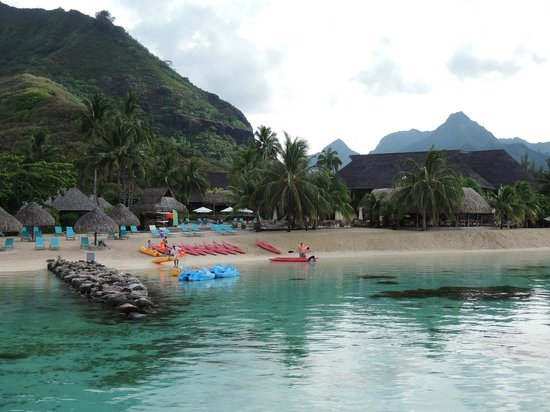 Hilton Moorea Lagoon Resort & Spa : Hotel beach, view from OWB59