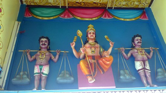Tamil Surya Oudaya Sangam Temple : Intérieur
