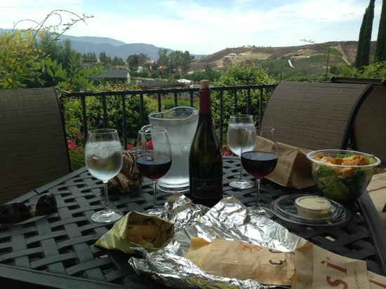 Sunrider Jeep and Wine Tours of Temecula: lunch at winery