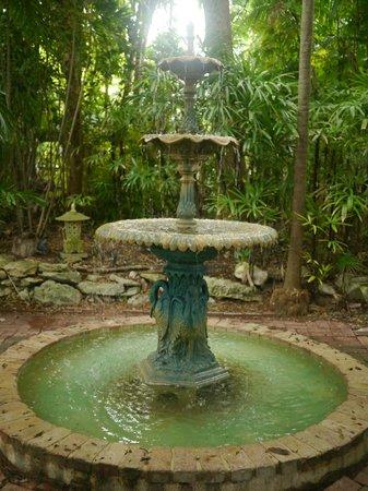 The Gardens Hotel : beautiful fountain