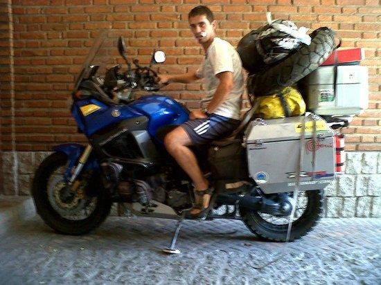 Pupy's Hostel: En la moto de Trevon