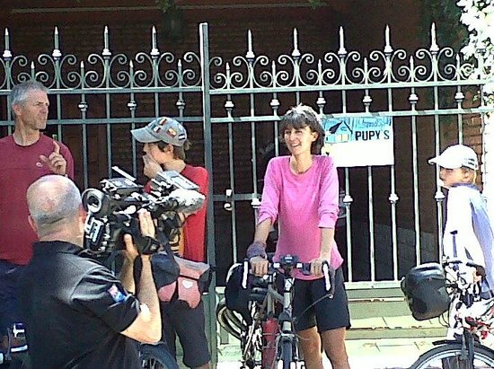 Pupy's Hostel: nos visito TN (familia inglesa viajando en bicicleta desde Mexico)