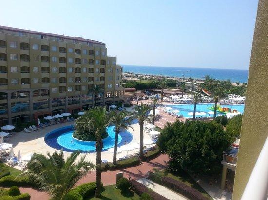 """Silence Beach Resort : Вид из номера на внутренний """"двор"""", пляж и море"""