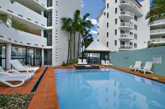 Ocean Boulevard Apartments: Barbecue/pool area