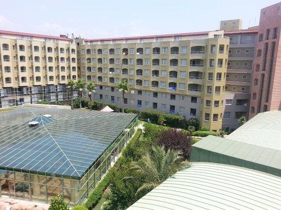 Silence Beach Resort : Вид из номера на крытый бассейн