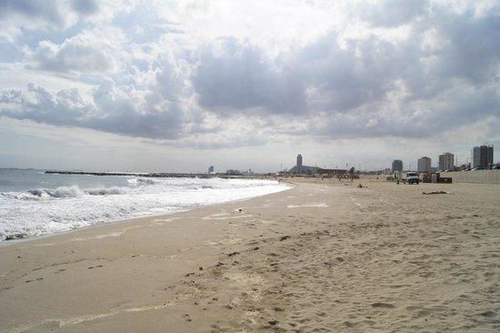 Hilton Diagonal Mar Barcelona : пляж