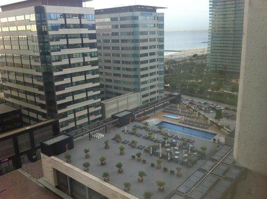 Hilton Diagonal Mar Barcelona : бассейн отеля