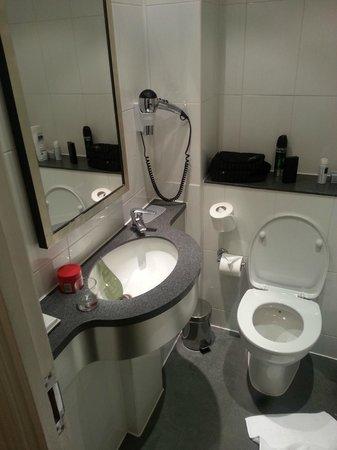 Hotel The Caesar : bathroom