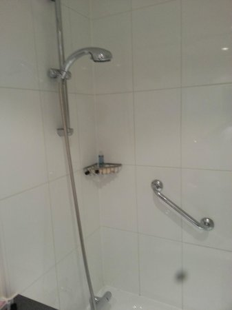 Hotel The Caesar : shower
