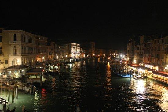 Canal Grande: Ночной вид)