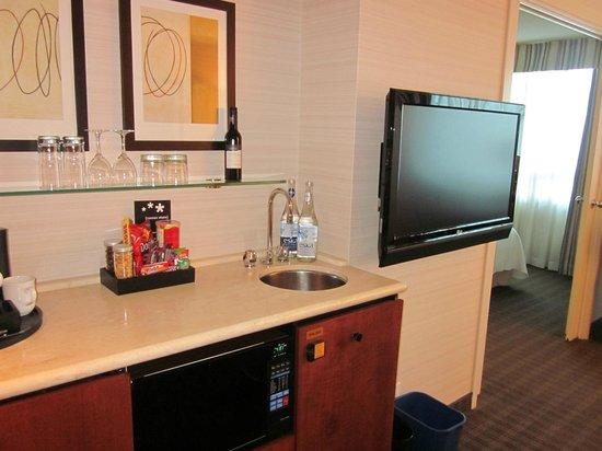 Cambridge Suites Toronto : Living Area
