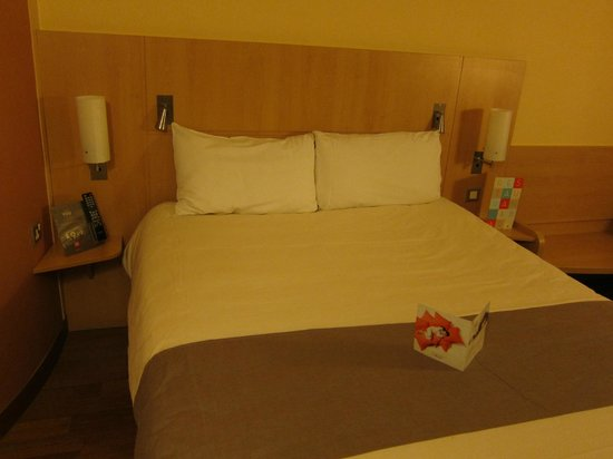 Ibis London Luton Airport : Bedroom