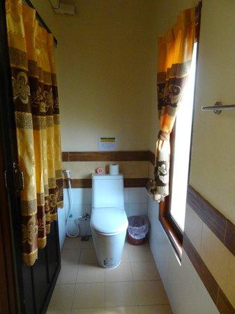 Baan Ton Rak: Bathroom