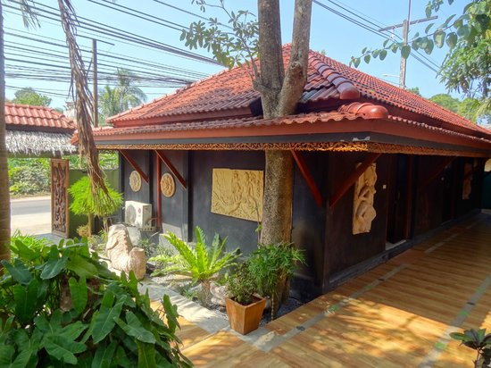 Baan Ton Rak Boutique Resort : Bungalow to Main Street