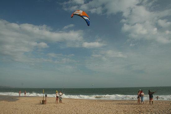 Kitesurf Vietnam: beach lesson