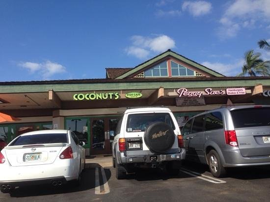 Coconut's Fish Cafe: sign post changed from blue to green and one room added