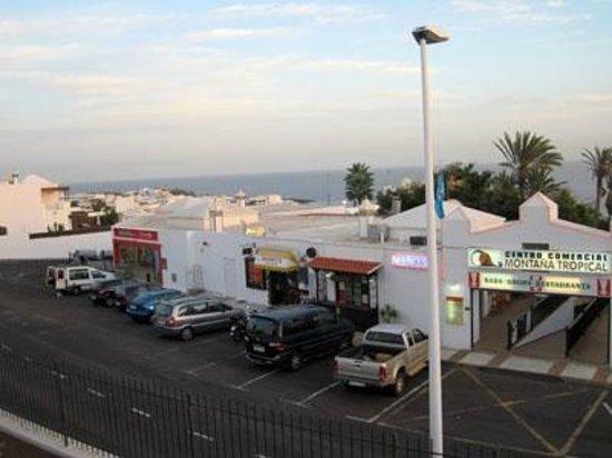 Los Pueblos Apartments: Shop just round the back