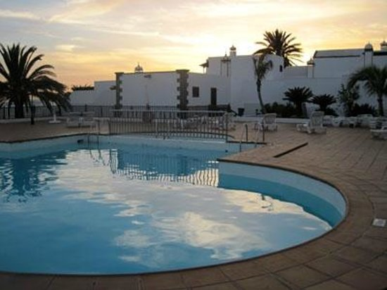 Los Pueblos Apartments: Nice pool with free wifi