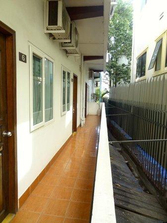 The Billabong Hotel: Outside the room / Floor