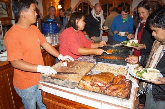 Log Cabin: Le service au buffet