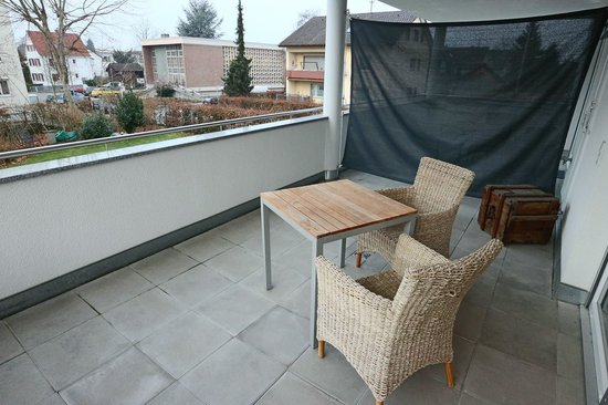 Hotel Go2Bed : Balkon, Blich auf den Garten
