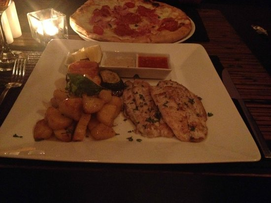 Rice Italian Restaurant & Lounge : snapper and pizza