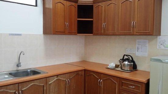 Marina Cove Resort: kitchen